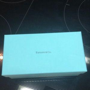 Tiffany is glass box